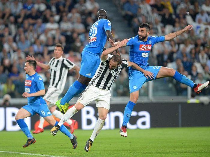 Juventus dan Napoli punya lawan-lawan yang merepotkan di sisa musim dalam upaya meraih gelar juara Liga Italia. (Foto: Massimo Pinca/Reuters)