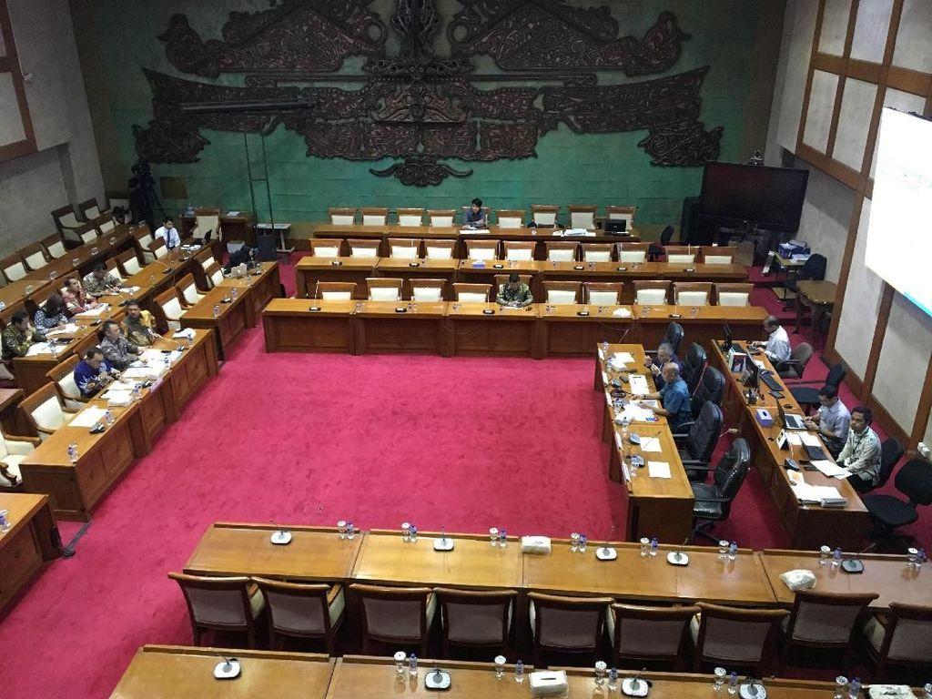 Bahas Pembobolan Dana Nasabah, Ruang Rapat DPR Sepi Anggota