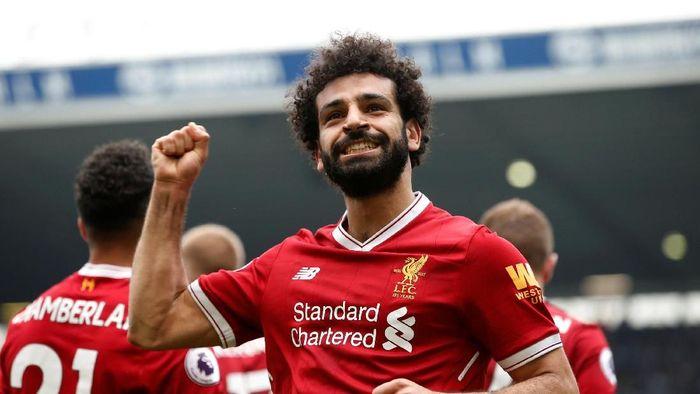 Salah tengah menjadi sensasi. Bintang sepakbola Mesir itu telah mengemas 43 gol di seluruh kompetisi yang membantu Liverpool selangkah lagi ke final Liga Champions dan masih bertahan dalam perburuan empat besar Premier League. Semakin dikagumi karena Salah memiliki gaya hidup sederhana dan dermawan. (Foto: Andrew Yates/Reuters)