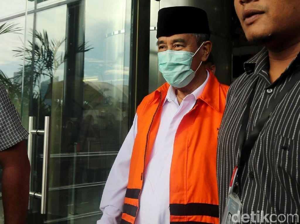 Bupati Bandung Barat Tutup Muka dengan Masker
