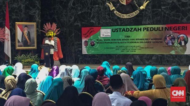 Amien Rais Tunjuk Foto Jokowi: Elektabilitasnya sudah Anjlok