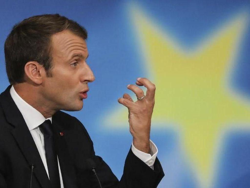 Saat Macron Diajari Dab Pemain Prancis usai Menang Piala Dunia