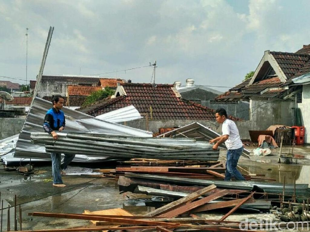 Angin Puting Beliung Sapu Yogya, 34 Rumah Rusak, 1 Orang Luka