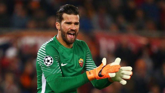 KIper AS Roma Alisson Becker disebut-sebut diminati sejumlah klub top Eropa (Foto: Tony Gentile/Reuters)