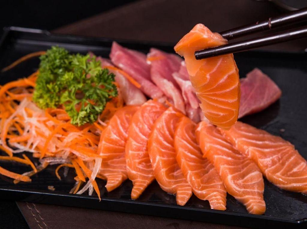 Ini 4 Cara Sederhana Untuk Mengecek Kesegaran Ikan Sashimi