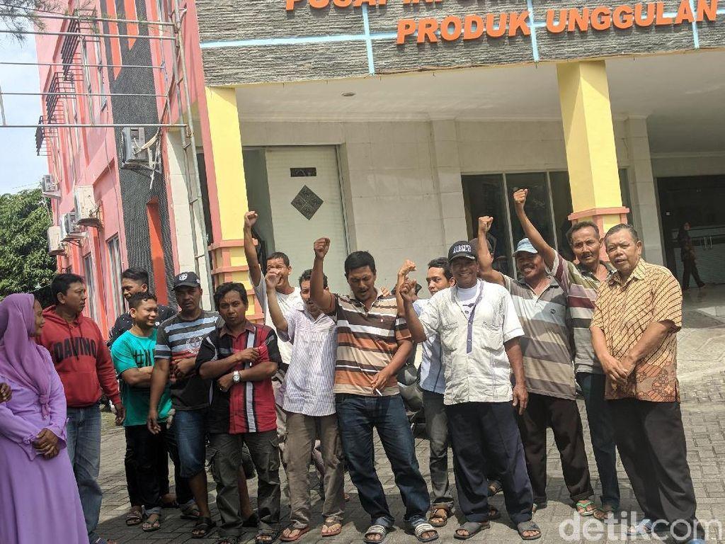 Puluhan PKL Adukan Nasibnya ke Kantor Disperindag Lamongan