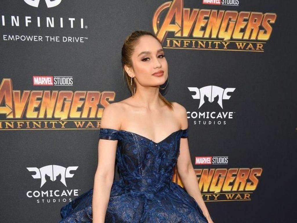 Gaya Cinta Laura di Premier Infinity War, Mirip Ariana Grande?