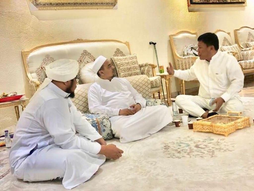Suasana Hangat Pertemuan Politikus PDIP dengan Habib Rizieq