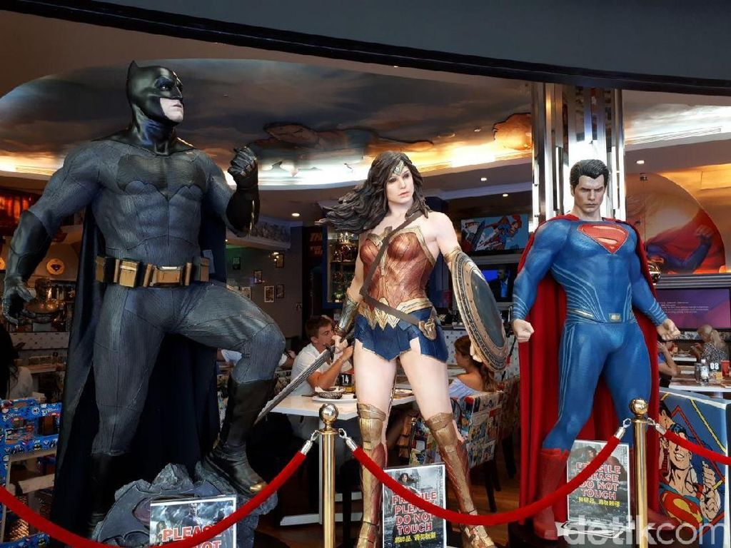 Bersantap Ditemani Superman dan Batman di DC Comic Superheroes Cafe