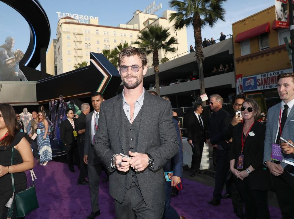Penampilan Perdana Chris Hemsworth untuk Men in Black