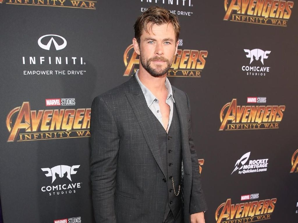 Kocak! Chris Hemsworth Nge-dance Wrecking Ball Bareng Anak