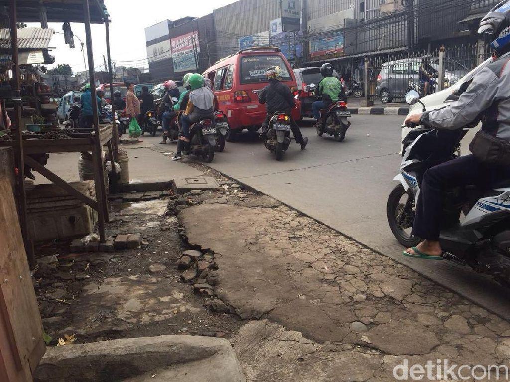 Wali Kota Minta Bina Marga Perbaiki Trotoar di Kramat Jati