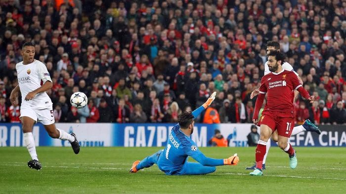 Winger Liverpool Mohamed Salah mencetak gol keduanya ke gawang AS Roma (Foto: Carl Recine/Action Images via Reuters)