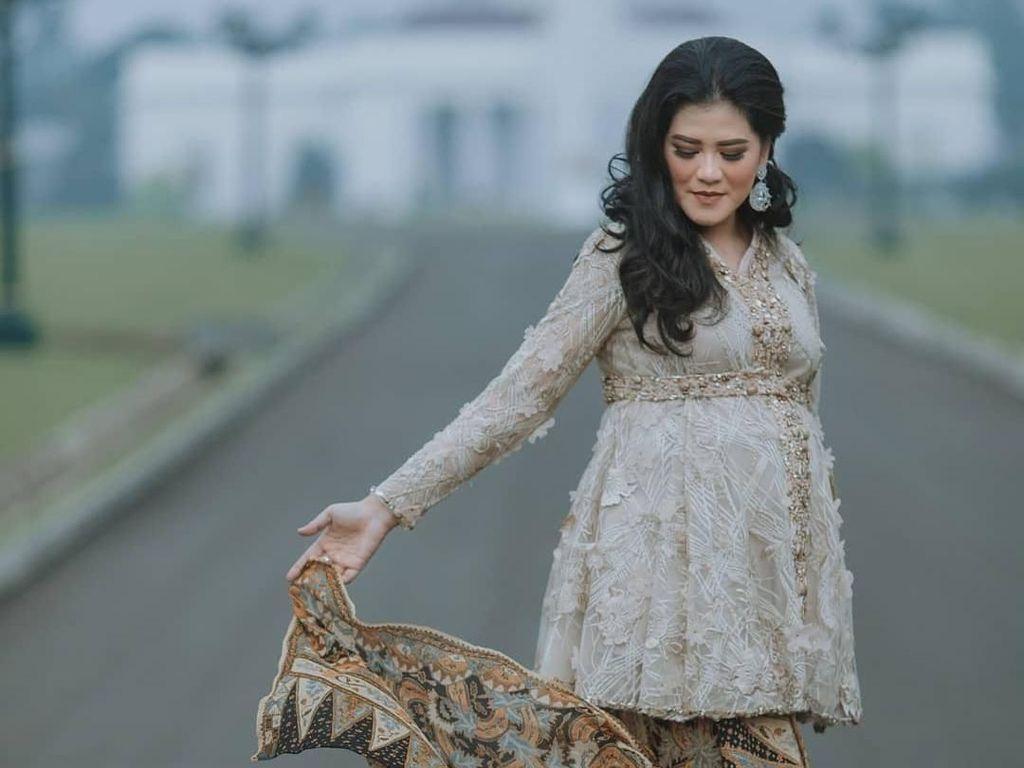 Kahiyang Ayu Dipuji Bumil Cantik Saat Pemotretan Pakai Kain Batik