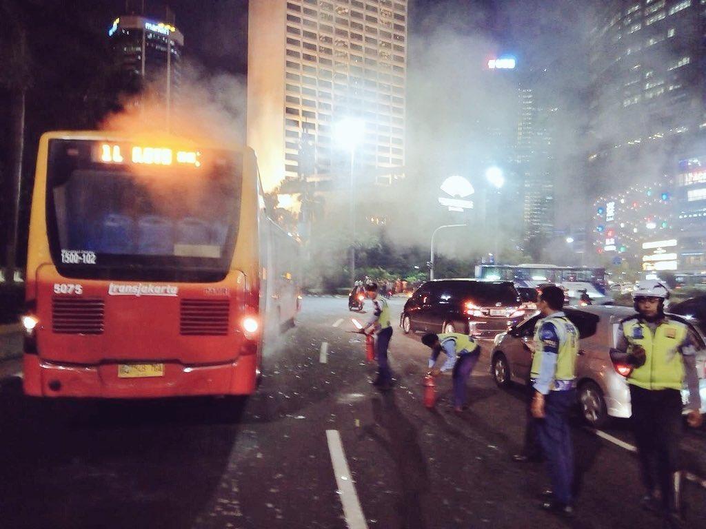 Bus TransJ Berasap di HI karena Tali Van Kipas Radiator Putus