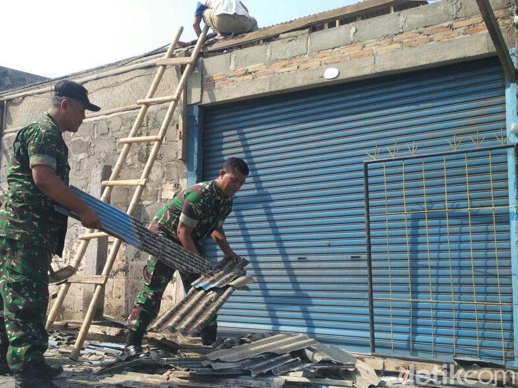 Warga Bantul Gotong Royong Benahi Rumah Rusak Akibat Puting Beliung