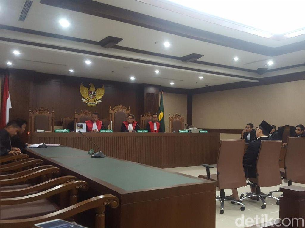 Alfian Tanjung Dituntut 3 Tahun Penjara