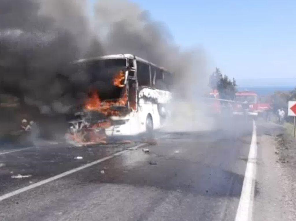Penampakan Bus Rombongan WN Australia yang Terbakar di Turki