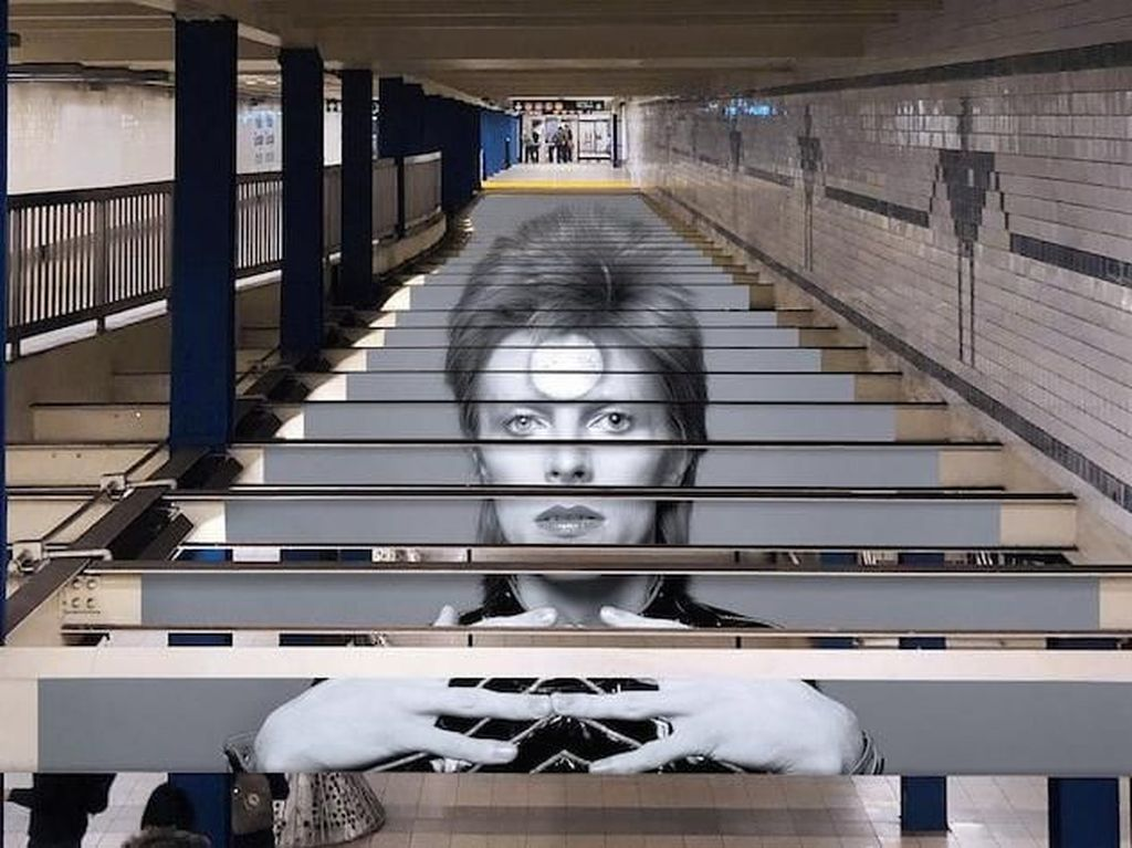 Karya Seni David Bowie Intervensi Subway di New York