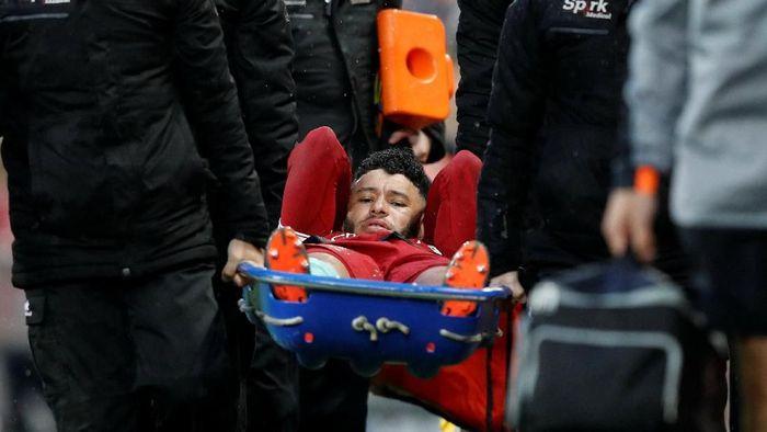 Alex Oxlade-Chamberlain mengalami cedera lutut parah di akhir musim 2017/2018. (Foto: Phil Noble/Reuters)