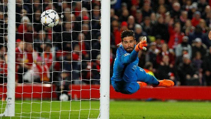 Alisson Becker bisa jadi rekrutan terpenting Liverpool di musim panas ini (Phil Noble/Reuters)