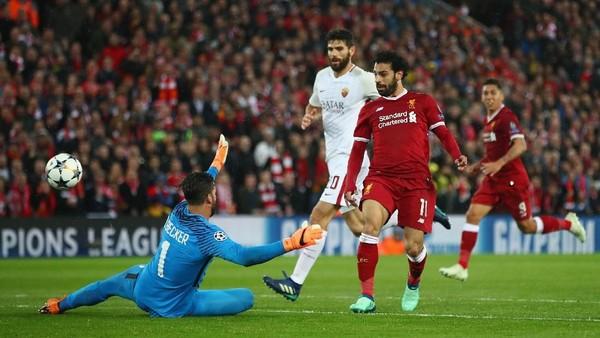 Alisson: Salah Kini Sama Menakutkannya seperti Messi