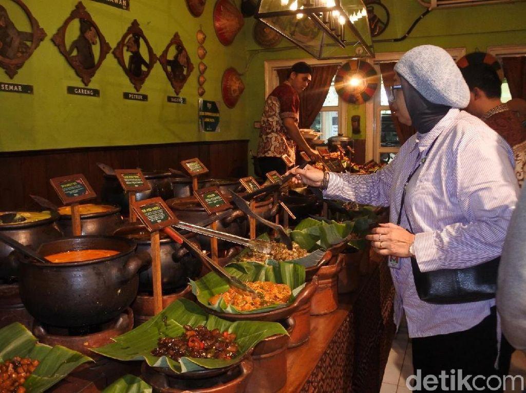 Kuliner Khas Jawa Jadi Pilihan Angga Yanti saat DiTraktir Detikcom