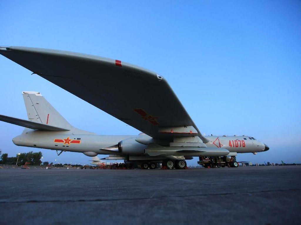 Foto Pesawat Pengebom China yang Patroli Keliling Taiwan