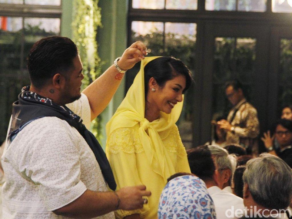 Model Thailand Tegaskan Hanya Berteman dengan Ivan Gunawan
