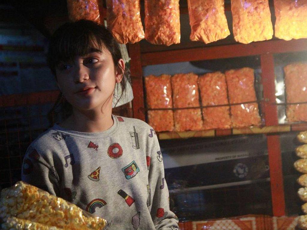 Viral Gadis Cantik Penjual Popcorn, Kisahnya Tak Seperti yang Dibayangkan