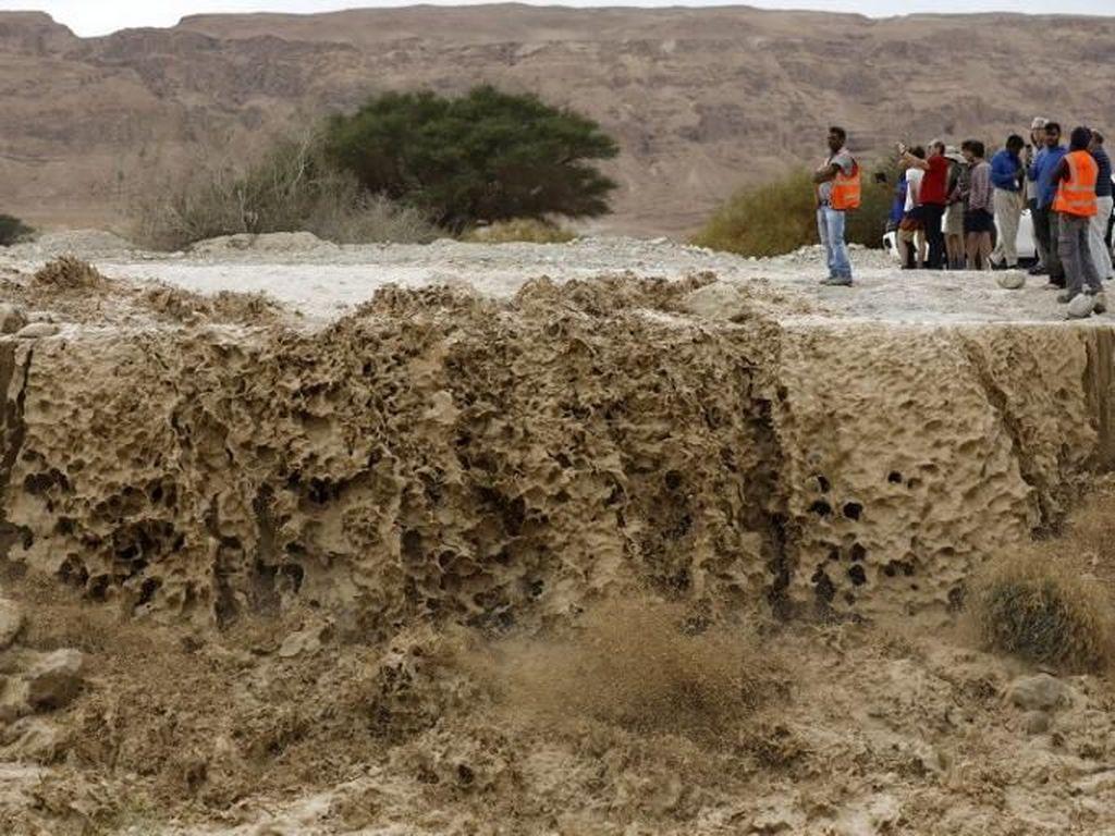 Penampakan Banjir yang Tewaskan 2 Orang di Israel dan Palestina