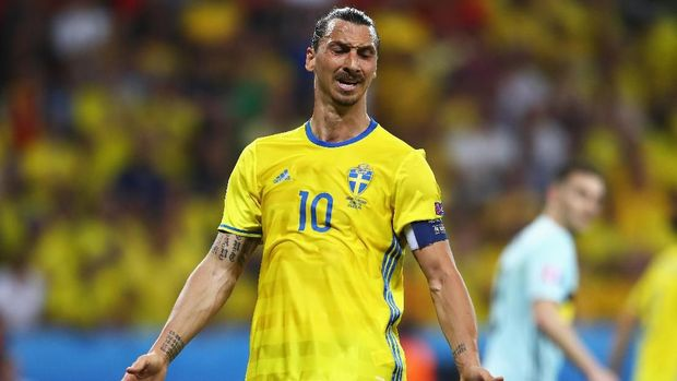 NICE, FRANCE - JUNE 22:  Zlatan Ibrahimovic of Sweden is frustrated during the UEFA EURO 2016 Group E match between Sweden and Belgium at Allianz Riviera Stadium on June 22, 2016 in Nice, France.  (Photo by Lars Baron/Getty Images)