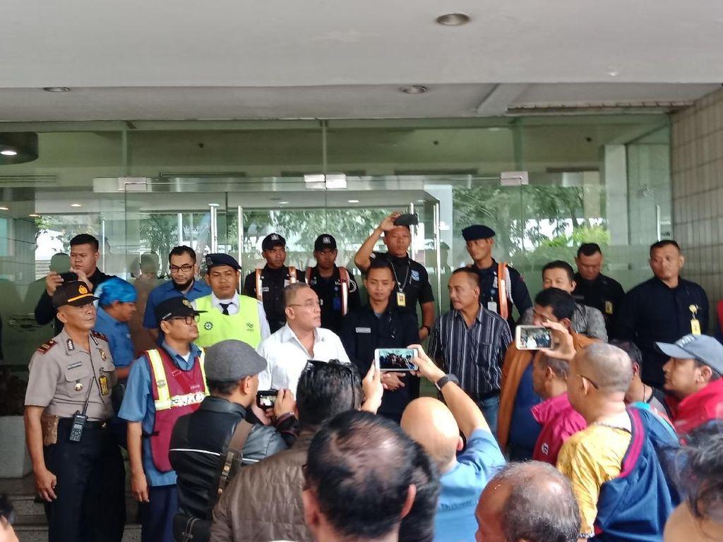 Jelang May Day, Massa Buruh Datangi JICT