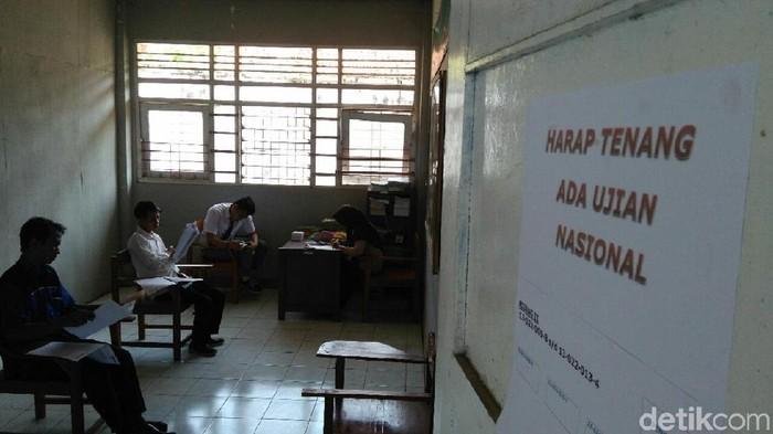 Sebanyak 10 orang di LPKA Kutoarjo, Purworejo ikut ujian nasion kejar paket c, Jumat (27/4/2018)