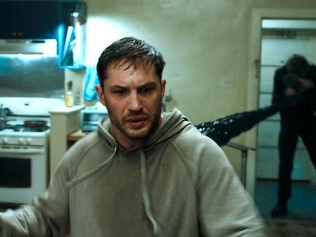 Venom Pamer Adegan Mesra Tom Hardy dan Michelle Williams