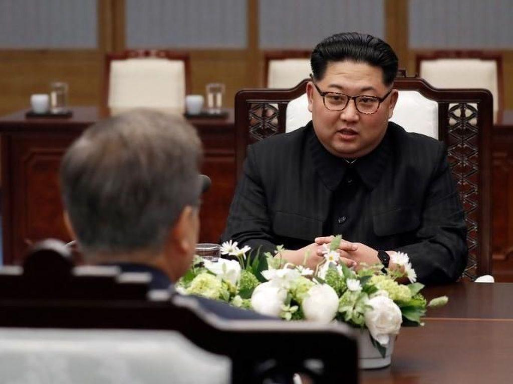 Sempat Ejek Bodoh, Kini Duterte Sebut Kim Jong-Un Pahlawan