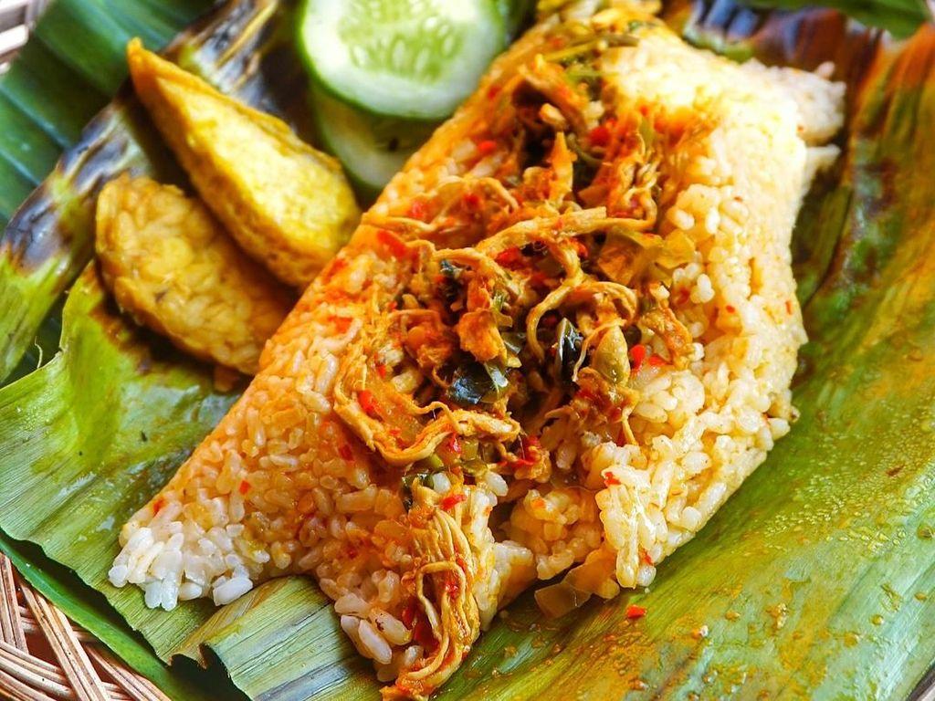 Sedap Mantap! Nasi Bakar dengan Lauk Komplet Pilihan Netizen