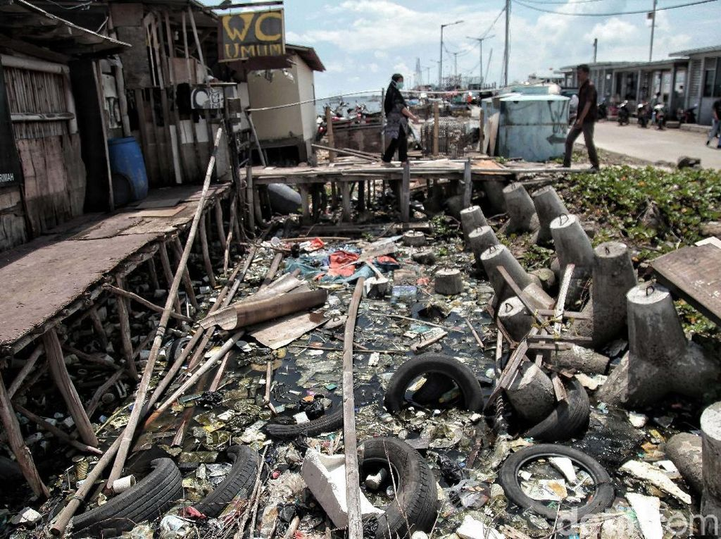 Ancaman Sampah di Pesisir Jakarta