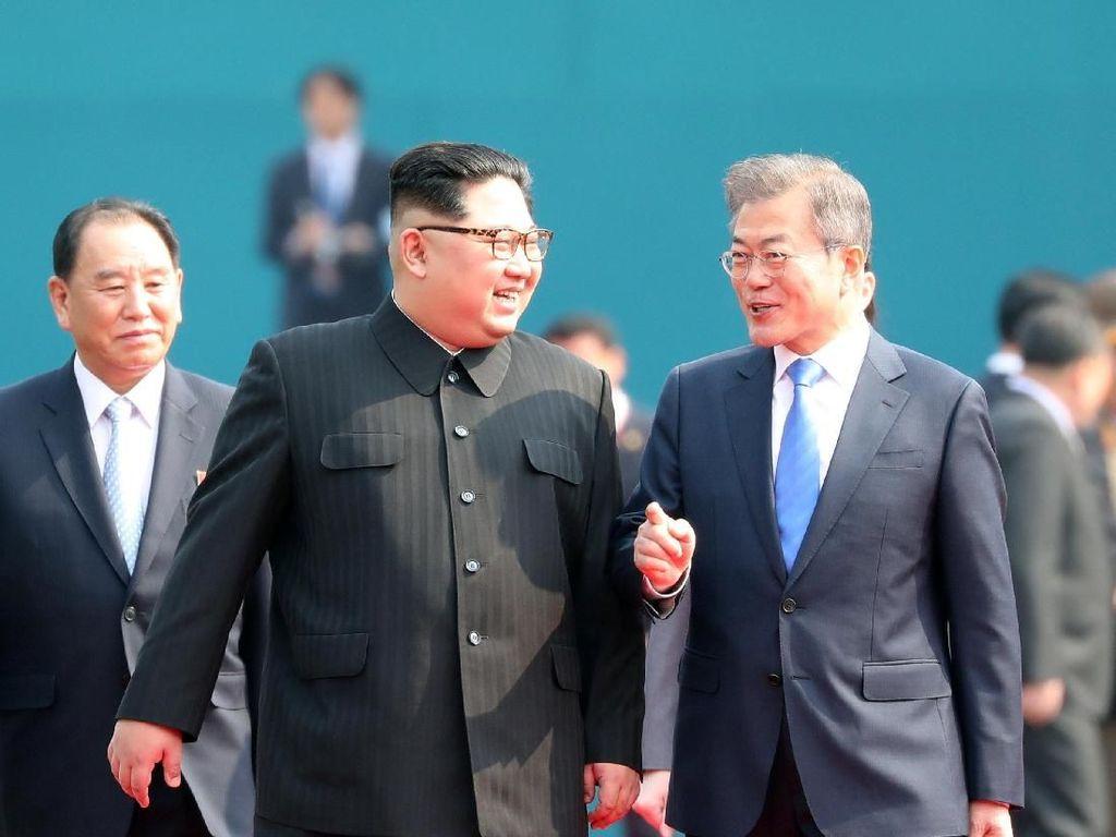 Ini Kata Media Korut Soal Pertemuan Bersejarah Kim dan Moon