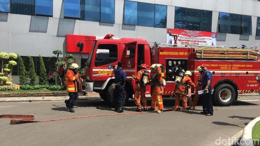 Foto: Kesigapan Pegawai Balai Kota saat Ada Simulasi Kebakaran
