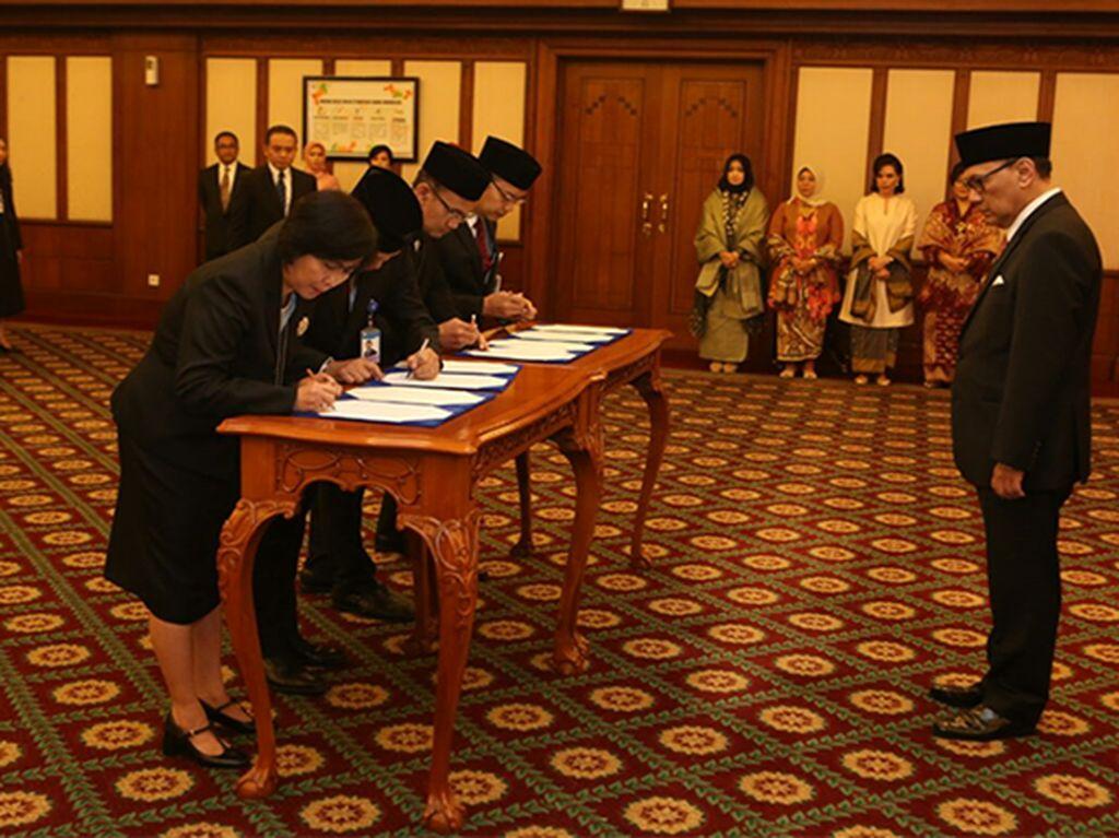 Gubernur BI Lantik 4 Kepala Satuan Kerja
