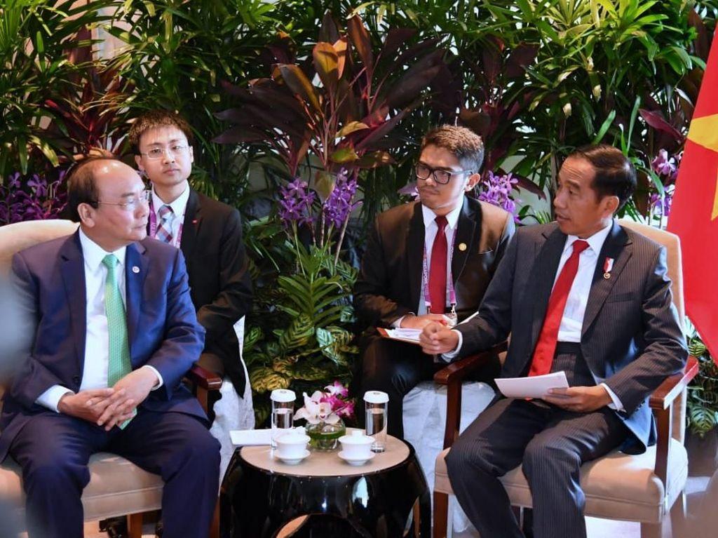 Di Singapura, Jokowi dan PM Vietnam Bahas Ekspor dan Batas Maritim