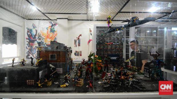 Ruang KMI yang dipenuhi koleksi.