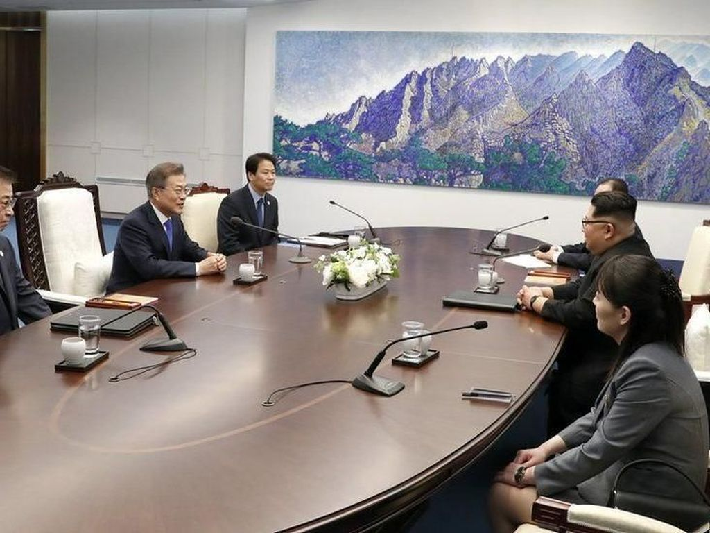 Pertemuan Kim Jong-Un dan Moon Dipenuhi dengan Simbol, Apa Saja?