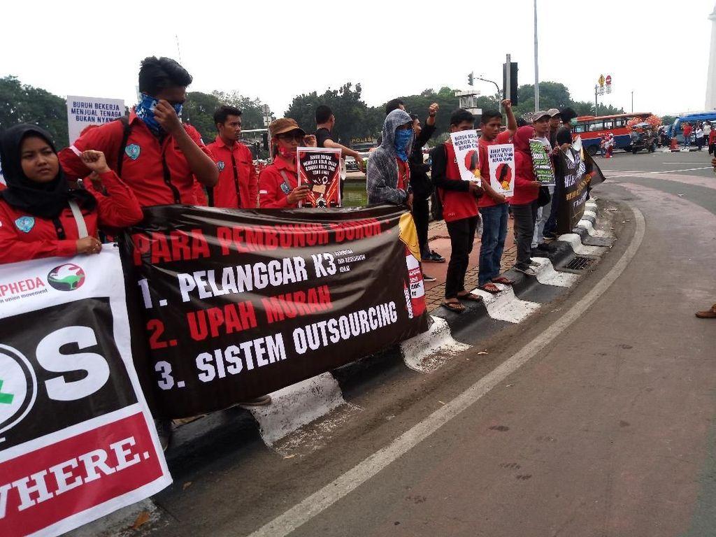 Massa Buruh Gelar Aksi di Bundaran Patung Kuda, Tak Ganggu Lalin