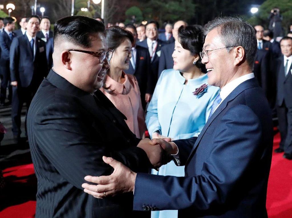 Pulang ke Korut, Begini Suasana Perpisahan Kim Jong-Un dan Moon