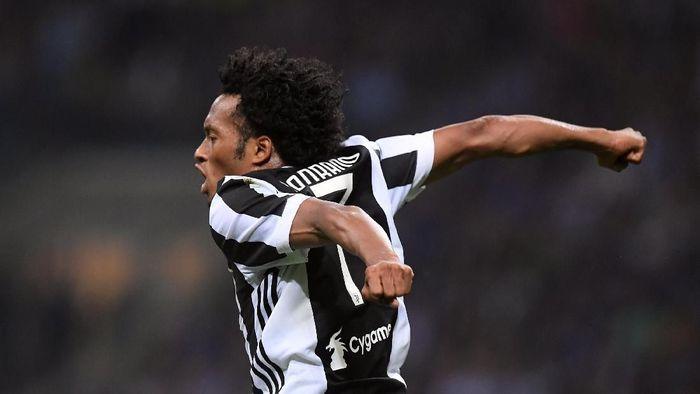 Juan Cuadrado perpanjang kontrak di Juventus hingga 2022. (Foto: Alberto Lingria/Reuters)
