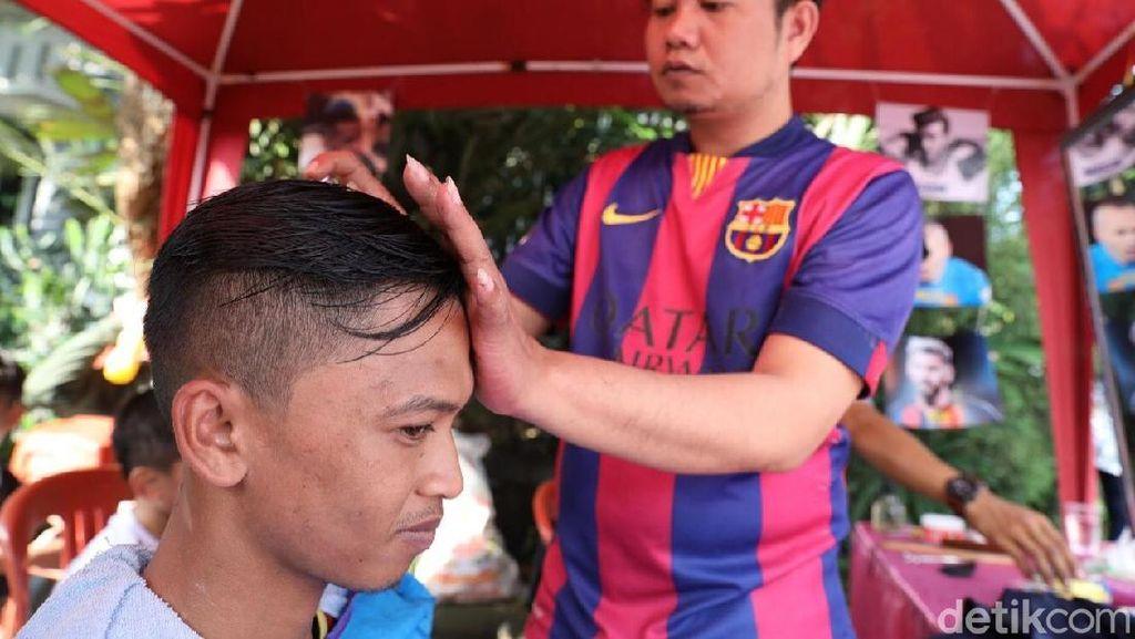 Di Kampung Piala Dunia, Bisa Cukur Rambut Kayak Cristiano Ronaldo