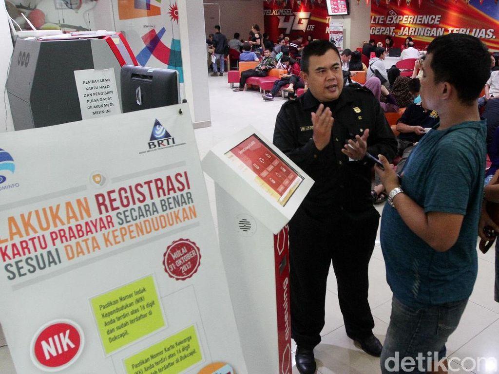 Terakhir Registrasi, Pemilik Kartu Ramaikan Gerai Telkomsel
