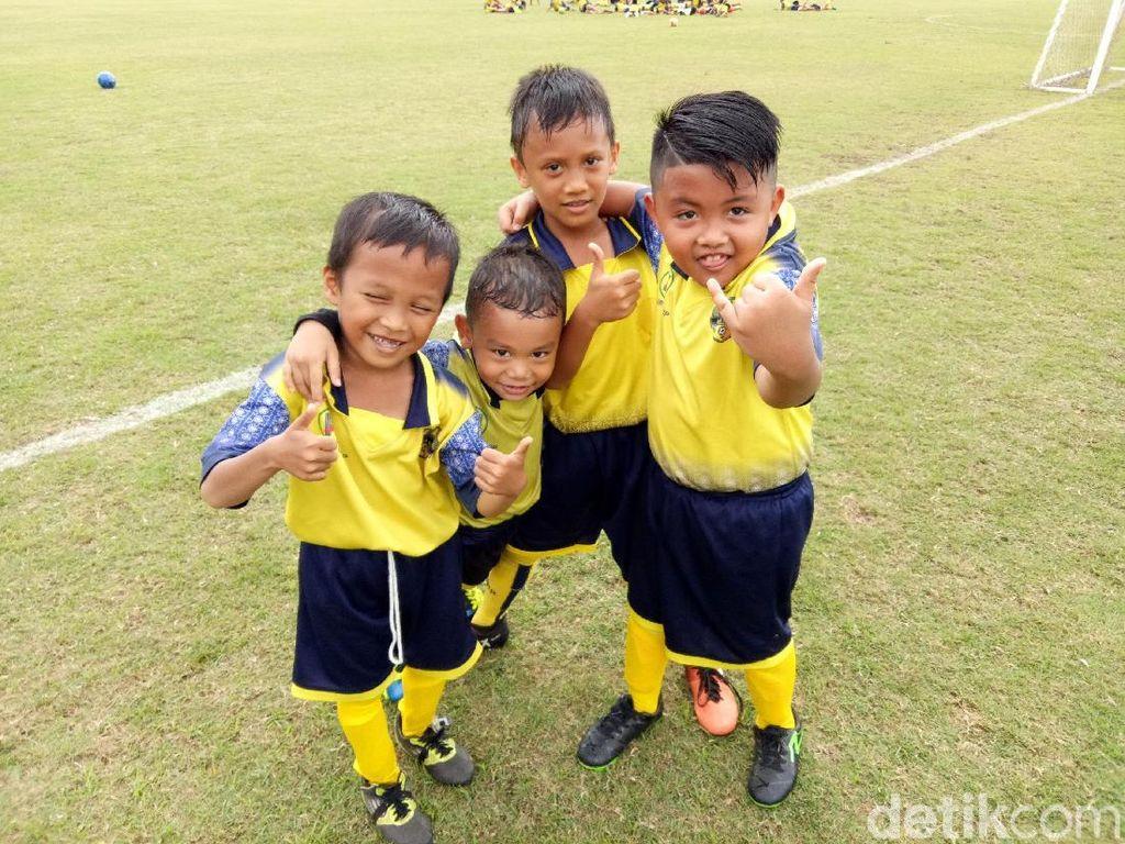 Belajar Sepak Bola Sejak Dini di Sekolah Olahraga Barito Putera